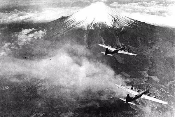 轰炸东京:一场精彩至极又恐怖无比的表演插图(4)