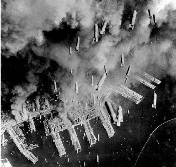 轰炸东京:一场精彩至极又恐怖无比的表演插图(7)